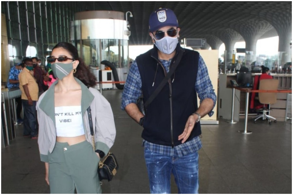 Ranbir Kapoor & Alia Bhatt Spotted at Mumbai Airport